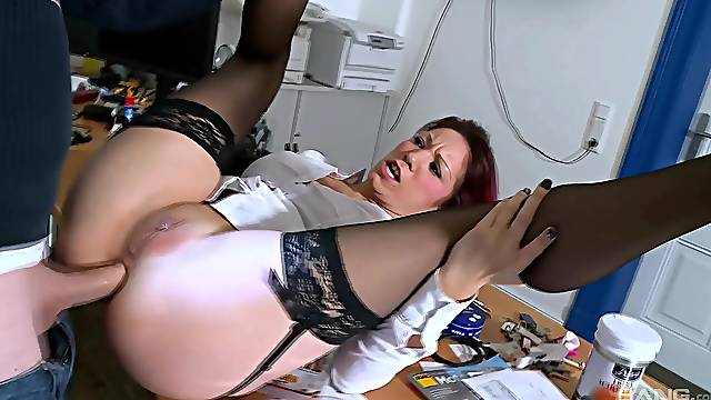 Amateur anal home scenes for the married wife