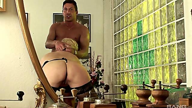 Shaved pussy mature Sunny Mckay gets fucked head over heels