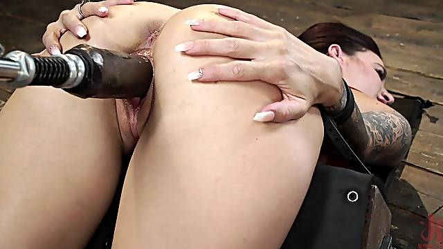 Fucking machine special solo by busty Gia Dimarco
