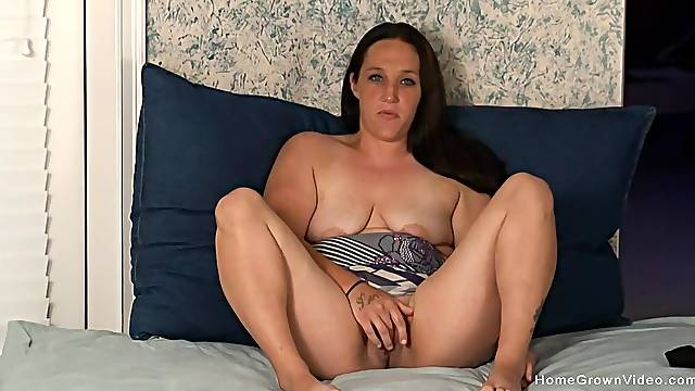 Solo mature with saggy tits, webcam delight