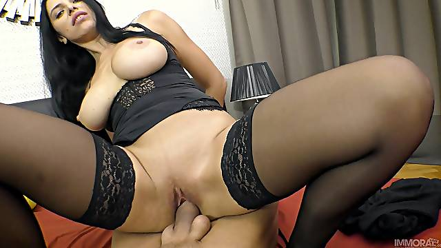 Heavy-chested Kira Queen issues a sexy footjob during satiating sex