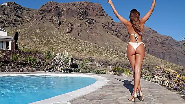 Photogenic Maria sheds bikini for amazing poolside solo play
