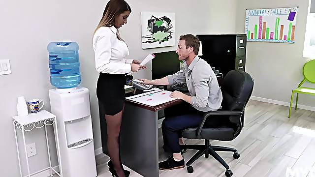 Busty beauty Brooklyn Chase's cheap thrills at the office