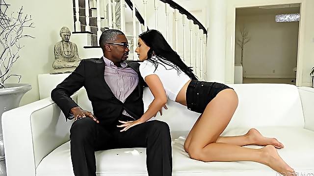 Black man gives brunette stunner Nelly Kent all she needs and more