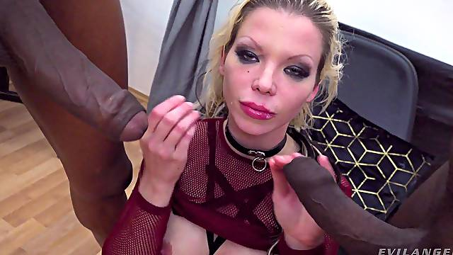Seductive blonde lands BBC up the ass for fun
