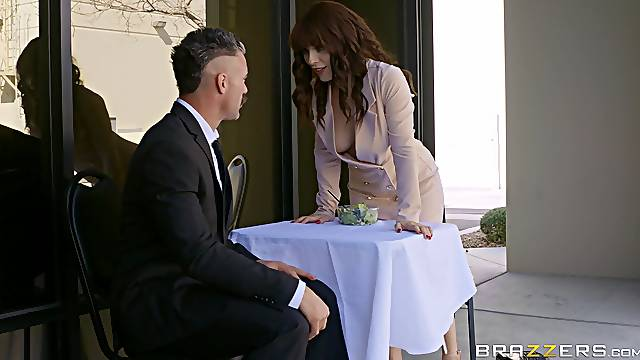 MILF gets intimate with the boss during their break