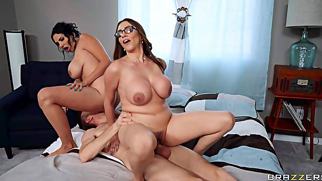 Mommy gets her pussy drilled in ways she never tried before