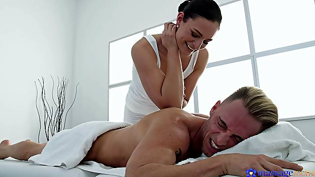 Masseuse pleases the young man with the full pack