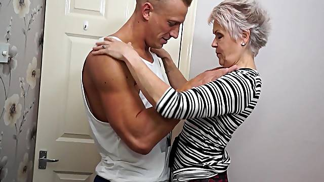 Granny Lady Sextacy has not forgotten how to mouth a cock