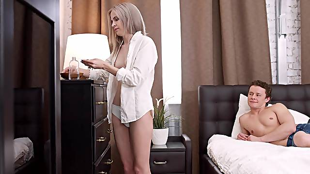 Skinny chick shows her boyfriend crazy action in the soft sheets
