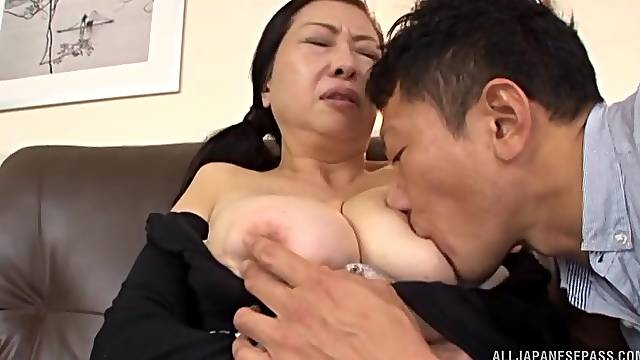 Mature Japanese woman in crazy home sex scenes on cam
