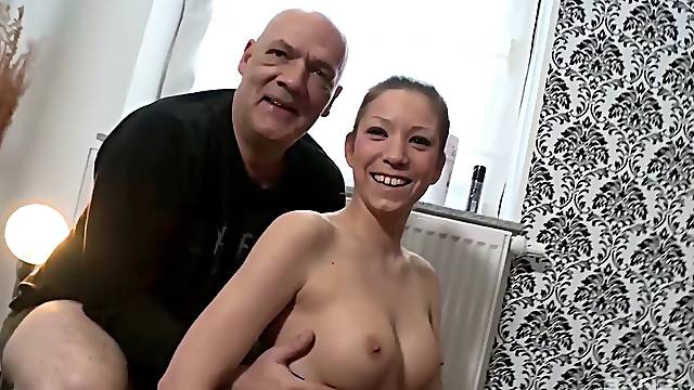 Amateur chick Natalie Hot spreads her legs to be fucked in missionary