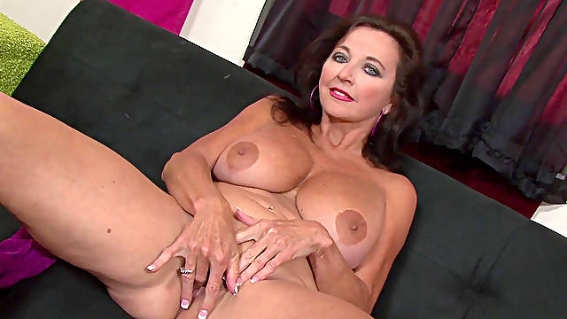 Mature lady posing in solo
