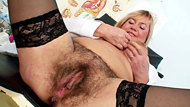 Watch hairy mature poundign her vag