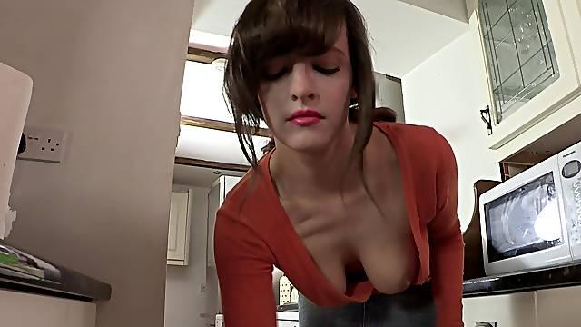 Enjoy hottie posing her naughty tits