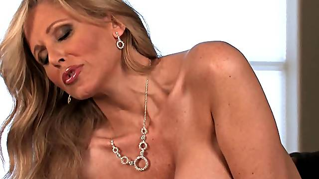 Nasty solo with Julia Ann from Aziani