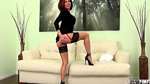 Leggy Veronica Avluv striptease and lingerie