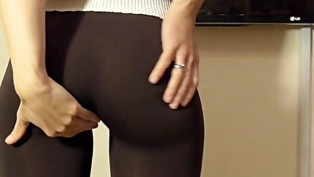 Skintight pants for public cameltoe play