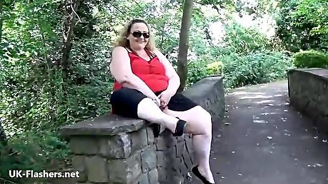 Fat mature flasher Sammi