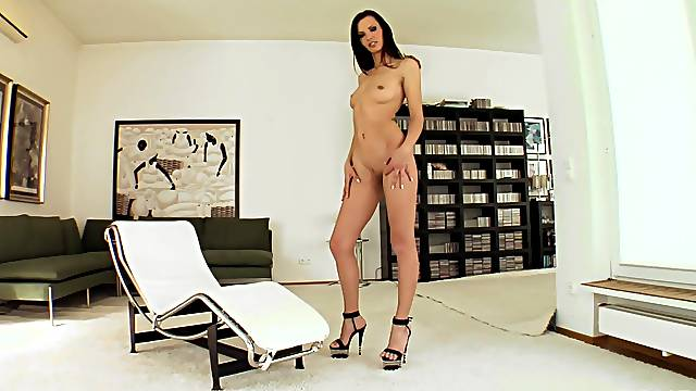 Exclusive home porn for the tall amateur cam model