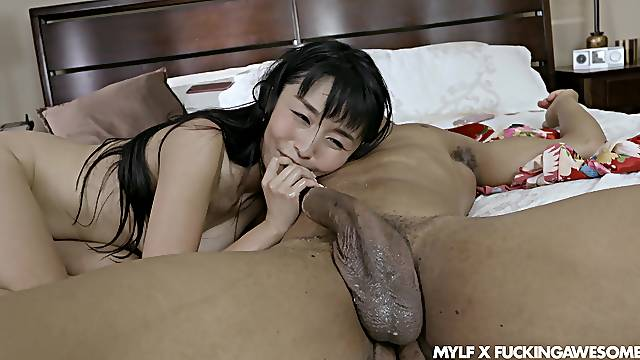 Asian with nice ass, full riding sex in bed