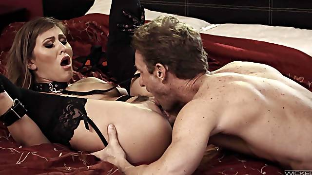 Muscular man drills horny ass woman while she plays submissive