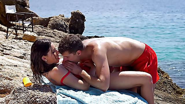 Stunning outdoor sex in the sun with lovely Ally Breelsen