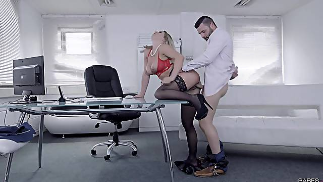 In-office misbehavior with effervescent knockout Sienna Day