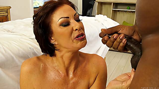 Amateur mature works a BBC in charming nude POV scenes