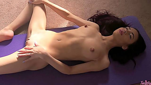 Solo beauty toys her premium cunt in addictive ways