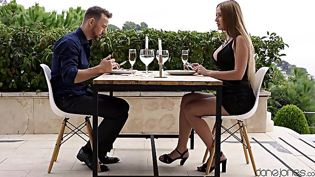 Guy's hard cock sure suits this babe's romantic dinner