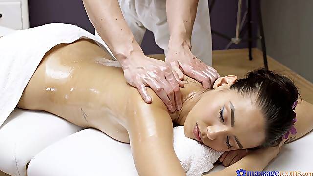 Massage sex gives top-tier starlet Andreina Deluxe all she craved