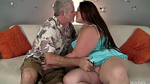 Fat ass amateur woman receives an old cock for some nasty fun