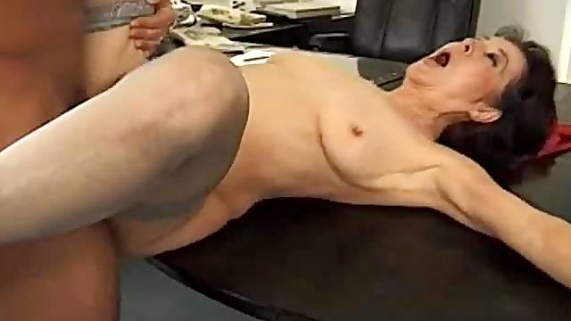 Cumshot glazes mature tits after good sex