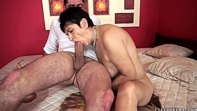 Lascivious mature granny delivering a wild tit job