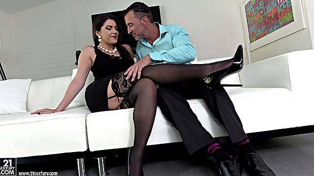 Sex Italian milf on high heels being grilled by tattooed dude