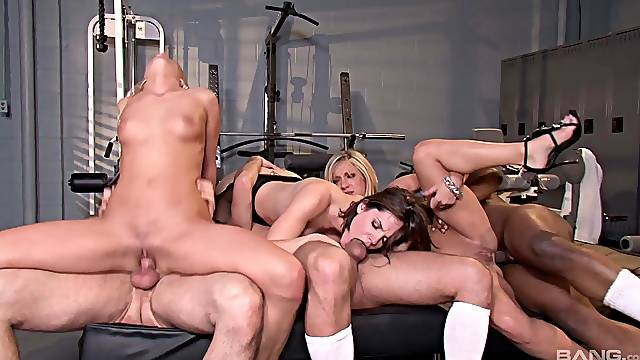 Bobbi Starr and other girls want to get fucked together