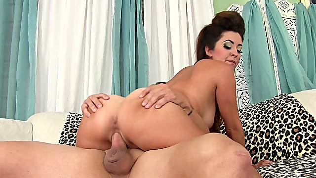 Mexican babe Isabel Wolfe gets a hardcore pussy fuck