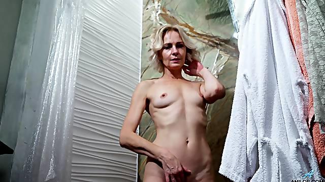 Hairy pussy blondie Artemia enjoys pleasuring her wet fuck hole