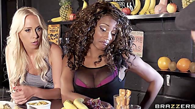 Hardcore interracial FFM threesome with Carla Cox and Kiki Minaj