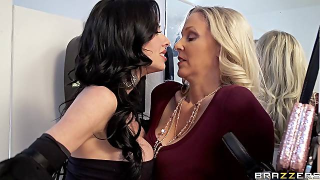 Girl on girl pussy and ass fingering - Julia Ann and Veronica Avluv
