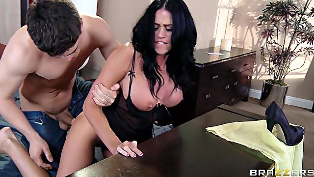 Girlfriend Aryana Augustine fucked in her shaved pussy by her man